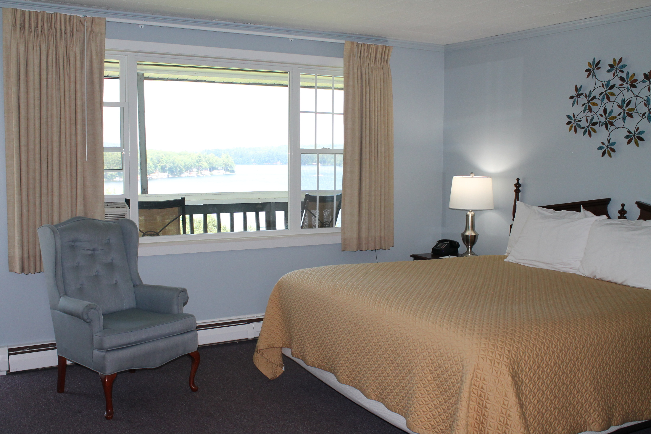 Lake Inn at Mt Sunapee Clean and Comfortable King Rooms